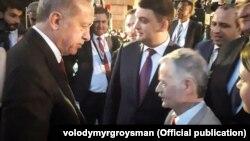 Реджеп Тайїп Ердоган (л), Володимир Гройсман (ц) і Мустафа Джемілєв (п) на інавгурації президента Туреччини, 9 липня 2018 року