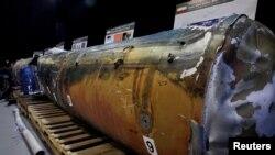 """Ирандын АКШ Йеменден Сауд Аравияга карай атылды деген """"QIAM"""" баллистикалык ракетасынын бөлүгү. 15-декабрь, 2017-жыл."""