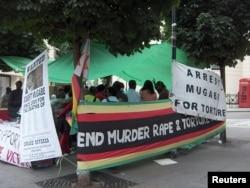Демонстрация протеста против режима Мугабе