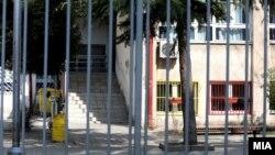 Затворено училиште поради коронавирусот