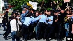 Пред една година полицијата насилно ги спречи новинарите да протестираат пред Музејот на ВМРО.