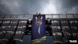 Флаги в память о погибших активистах Майдана на площади Независимости