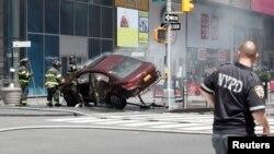 Нью-Йоркте Таймс-сквер алаңында жаяу жүргіншілерді қағып өткен көлік. АҚШ, 18 мамыр 20167 жыл.