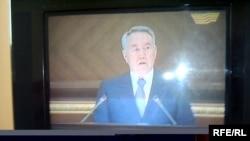 Президент Н.Назарбаев халыққа жыл сайынғы Жолдауын теледидар арқылы жолдап тұр. Астана, 6 наурыз, 2009 жыл.
