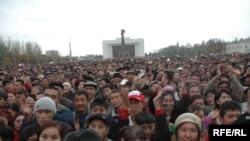 مخالفان در میدان اصلی شهر بيشکک جمع شده و خواهان استعفای رئیس جمهوری قرقیزستان شدند.