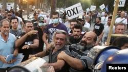 Demonstranti protiv usvajanja mera štednje, 30. april 2013.