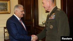 Türkiyənin baş naziri Binali Yıldırım Ankarada general Joseph Dunford-u qəbul edir.