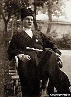 Павел Скоропадский в костюме гетмана Украины. 1918 год