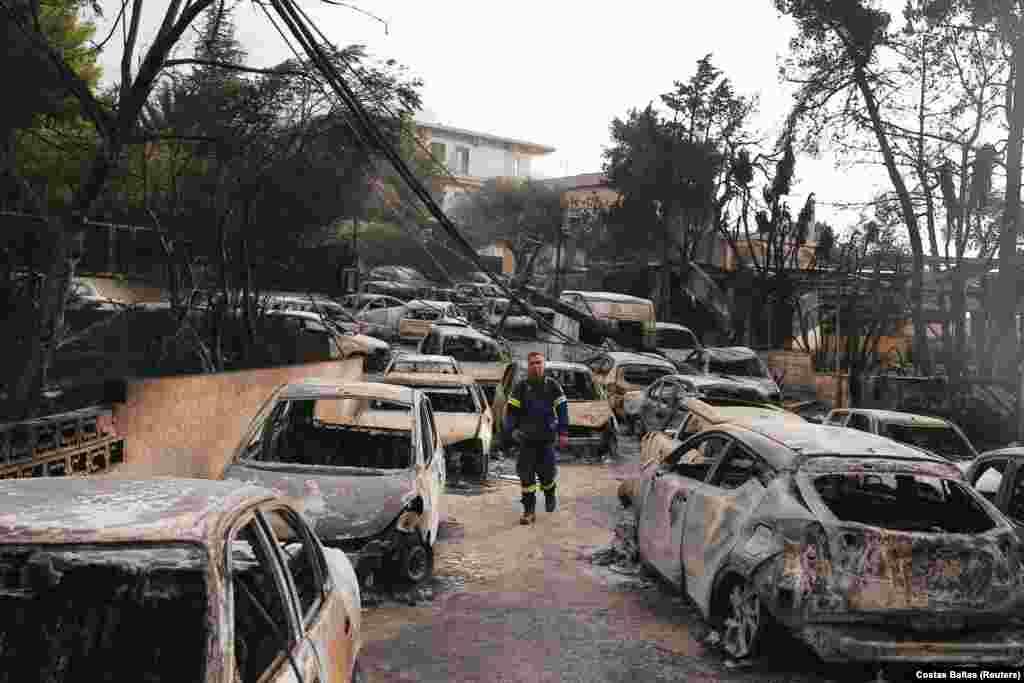 Пламя буквально пожирало дома и машины в Мати.
