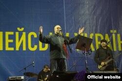 Виступ «Кому вниз» на Євромайдані в Києві, 12 грудня 2013 року