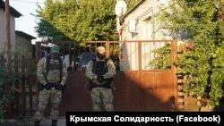 Російські силовики біля будинку Айдера Кадирова