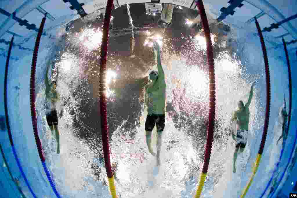 U.S. swimmer Michael Phelps competes in the men's 200-meter individual medley heats at the London Olympics. (AFP/Francoise Zavier Marit)