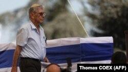Amos Oz Nobel Sülh Mükafatı laureatı, keçmiş prezident Shimon Peres-in dəfn mərasimində