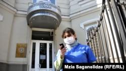 Как утверждают медики, уровень диагностики и лечения лихорадки Крым-Конго в Грузии сегодня достаточно высок. Так что поводов для паники нет, главное – соблюдать меры предосторожности и своевременно обращаться к врачу