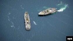 Шведські кораблі ВМС під час пошуку невідомого підводного об'єкту в Стокгольмському архіпелазі, 19 жовтня 2014 року