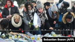 Ljudi odaju poštovanje ubijenima u napadu u Strasbourgu