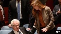 Постоянные представители в ООН (справа налево): Саманта Паэур (США) и Виталий Чуркин (Россия), Нью-Йорк, 15 марта 2014 года.