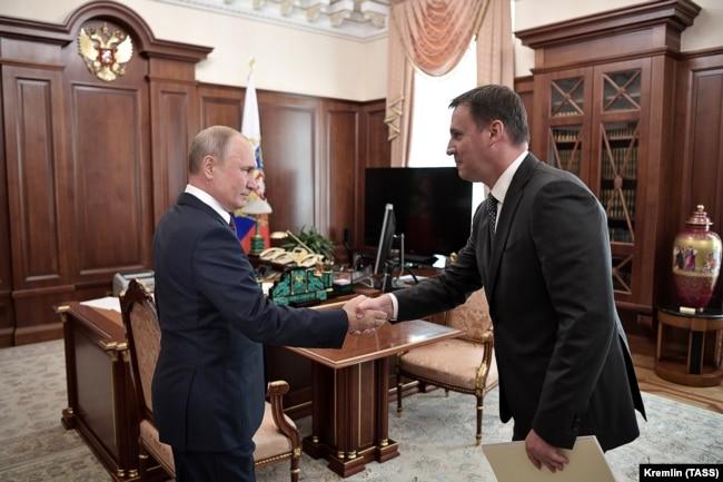Владимир Путин и сын Николая Патрушева Дмитрий в Кремле, 11 сентября 2019 года
