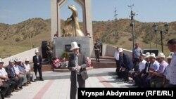 Памятник жертвам межэтнических столкновений в Киргизии