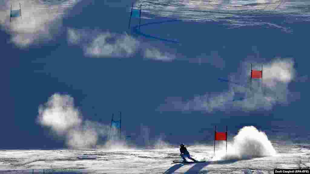 Гірські лижі: Вікторія Ребенсбурґ із Німеччини в дії під час першого забігу жіночого гігантського слалому