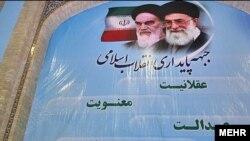 مرتضی آقا تهرانی (نفر وسط)، دبيرکل جبهه پايداری انقلاب اسلامی.