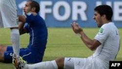 Ուրուգվայ - Իտալիա հանդիպման ընթացքում Լուիս Սուարեսը կծել է Ջորջիո Կիելինիին, 24-ը հունիսի, 2014թ.