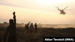 در تصویر: انتقال سیلزدگان در شمال سوسنگرد، ۲۶ فروردین