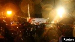 هواپیمای «ایر ایندیا اکسپرس در فرودگاه کالیکوت دچار حادثه شد.