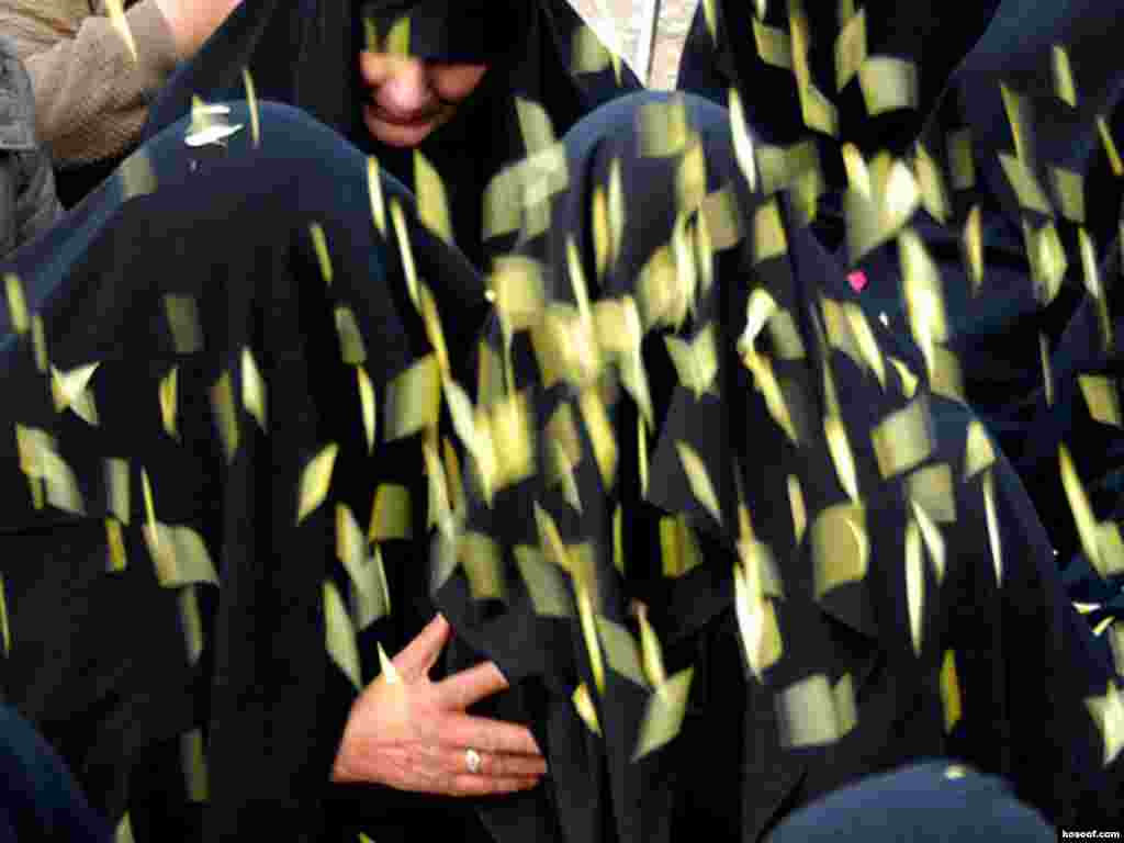 Iran -- Ceremony of 40th day of death of Zahra Bani Yaghoub, who died in suspicious circumstances in Hamadan prison on October 13, Tehran, 23Nov2007
