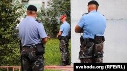 Belarusyň polisiýa işgärleri. Arhiwden alnan surat