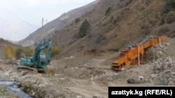 Ала-Букада кен казган компаниянын техникалары.