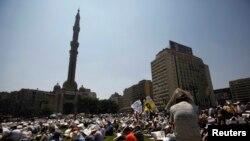 """Сторонники движения """"Братья-мусульмане"""" и свергнутого президента Египта Мухаммеда Мурси заняли площадь Рамзеса, проводя акцию """"пятница гнева"""". Каир, 16 августа 2013 года."""