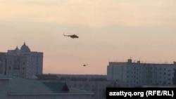 Вертолеты кружат над городом Актобе. 5 июня 2016 года.