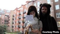 Томас Мазетти и Ханна Лина Фрей, пилоты самолета, с которого над Минском были сброшены плюшевые мишки.