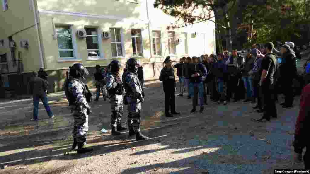 Судебное заседание по задержанным в Бахчисарае крымским татарам, 14 октября 2017 года