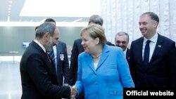 Премьер-министр Армении Никол Пашинян встречается с канцлером Германии Ангелой Меркель, Брюссель, 12 июля 2018 г.