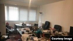Ньюзрум журналу Nouvelles d'Arménie після нападу невідомих