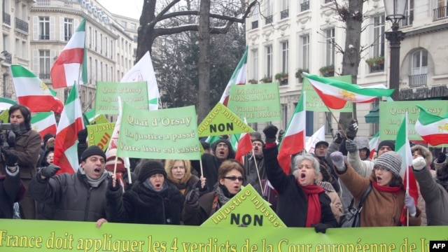A demonstration on January 6 in Paris demanding the removal of the PMOI from the EU's list of terrorist organizations