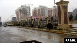 Bu yol qovşağının smeta dəyəri 15 milyon manat olduğu halda ora 18 milyon manatdan çox vəsait xərclənib