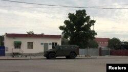 Шабуылдан кейін қала көшесінде жүрген әскери көлік. Ақтөбе, 7 маусым 2016 жыл.