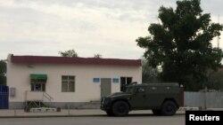 У воинской части в городе Актобе, на которую 5 июня 2016 года было совершено вооруженное нападение.