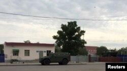 У воинской части 6655, подвергшейся 5 июня вооруженному нападению предполагаемых боевиков. Актобе, 7 июня 2016 года.