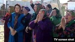 Mary welaýatynyň käbir ýaşaýjylarynyň türkmen prezidenti G.Berdimuhamedowy garş alýan pursady. 2011 ý.