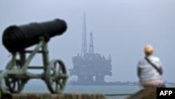 Naftno postrojenje, fotoarhiv