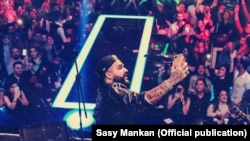 USA, LA -- Iranian Pop singer Sasy Mankan in one of his concert in the US in 2018. File photo