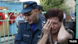 A woman mourns at the blast site in Vladikavkaz on September 9.