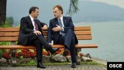 Premierul Vladimir Filat şi liderul transnistrean Evgheni Şevciuk la conferinţa din Rottach-Egern, Germania, 20 iunie 2012.