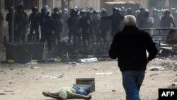 Kairde we Suesde demonstrasiýaçylar güýç bilen dargadylansoň, ABŞ Müsüre berýän kömegi meselesine täzeden seretjekdigini mälim etdi.