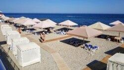 Пляж не для всех. Как жители Партенита хотят вернуть себе доступ к морю | Крымский вечер