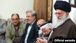 رهبر ایران میگوید که اختلافنظر و تنوع در دیدگاهها زمانی مورد قبول است که طرفین «چنگال به هم نزنند».